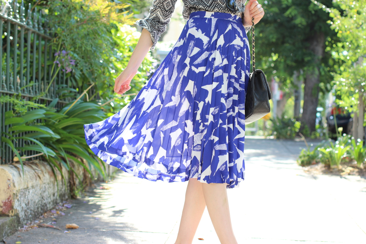 BYCHILL SYDNEY FASHION BLOG Veronika Maine blue and white paint print pleated midi skirt and Chanel lambskin quilted bag